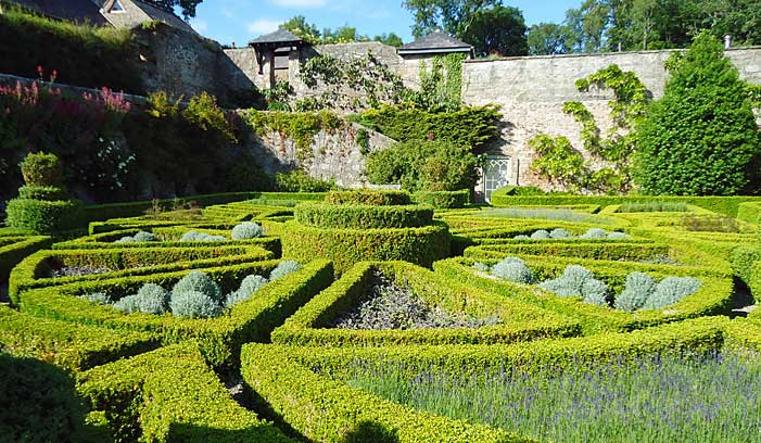 The parterre from ground level