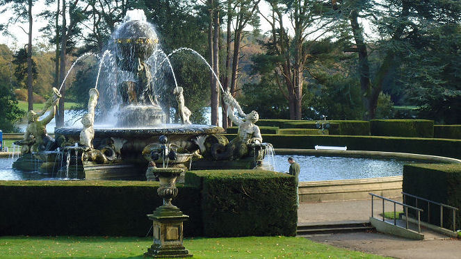 That famous Atlas fountain surrounded by mighty yew hedges