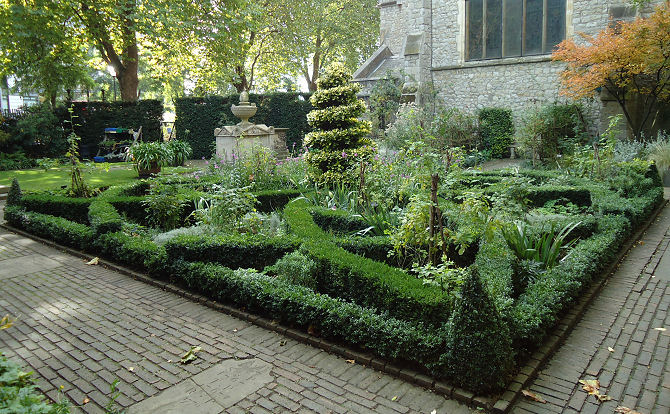 Seventeenth century knot garden recreation