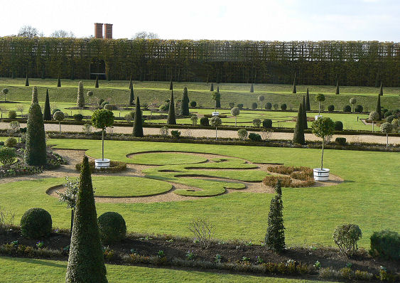 William 111's Privy garden.