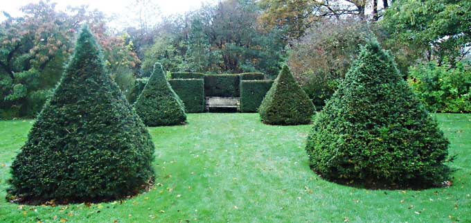View towards the yew surround with pillars