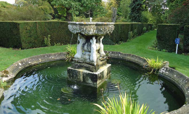 The central fountain and pond at Spetchley